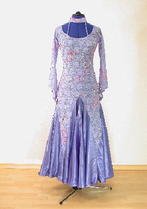 Grün-Weißes Kleid  Größe 34-36, 500,- €, ungetragen 3. Meerfarbenes Kleid   Größe 34-36, 500,- €, ungetragen eMail  sandy.held web.de oder Tel. c045107d36