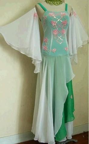 Meerfarbenes Kleid  Größe 34-36, 500,- €, ungetragen eMail   sandy.held web.de oder Tel.  089   86487974 efa5db78c3